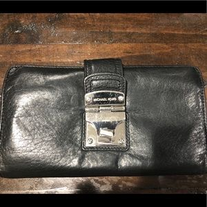 👜Authentic Michael Kors Traditional Wallet